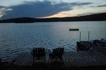 蓝月亮湖位于多伦多,安静,平和,童话般的色彩让人流连忘返。