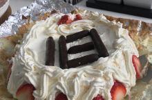 #宅家美食#第一次尝试自己打发whipping cream制作裱花生日蛋糕,很成功哟!