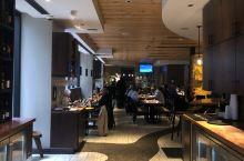 来到新奥尔良的第一餐~  这家店位于新奥尔良洲际酒店楼下,是一家典型南方口味的餐厅。我点了周一特供的