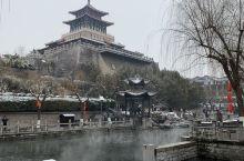 济南的冬天-南护城河黑虎泉: 济南游的特色是泉水游,集中在围绕老城的一圈护城河周边。黑虎泉泉群是济南