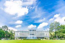 在越南,统一宫可以说是一个非常著名的景点,凡是到过越南的人没有不去那里参观游览的。在我们到达越南的第