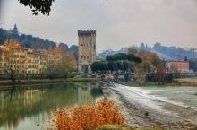 """意大利佛罗伦萨,传说中的""""翡冷翠""""。虽然冬季遇雨有点冷,但只要有大卫般的体格,也只不过是天然淋浴而已"""
