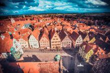 努力爬上去,你就能拍到德国LP封面了 市政厅兴建于14世纪,起初是哥特式风格,在文艺复兴时期建成。通