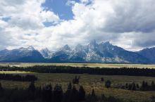 大提顿国家公园  海拔3000米以上的山峰有二十多座,是登山者的乐园