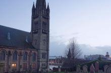 --因佛内斯旧城镇教堂 去年7月,跟着孩子到英国苏格兰的因佛内斯参加夏令营活动,夏令营期间的故事,让