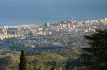 小城米哈斯真是让人惊艳,它位于地中海沿岸马拉加地区,是度假胜地,当地人也热情奔放,很适合在这里住上几