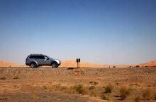 「每想你一次,天上飘落一粒沙,从此形成了撒哈拉。」——三毛  从日落到日出,高颜值的团队,精品沙漠住