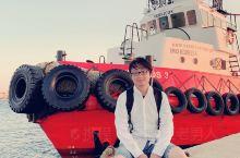 终于来到了米科诺斯岛。下了船,如果是酒店在镇上的,可以选择水上巴士。2欧一个到旧码头,很方便。前女友