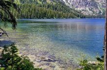 一个座落在人间的仙境,宛如绝美山水画  我和闺蜜在美国游玩的第三天,我们来到了大提顿国家公园的杰尼湖