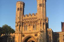 存留千年的古迹,基督教的圣奥古斯丁  圣奥古斯丁修道院在597年时开始修建,迄今已经有一千多年的历史