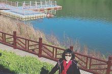 娲皇宫,位于河北省邯郸市涉县中皇山上,占地面积5平方公里,由服务区、补天园、补天湖、娲皇宫和补天谷五