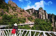 三清山是我游过的最轻松的大山,南部(外双溪)东部(金沙)都有索道可以上下山,山顶部一大圈栈道几乎没有