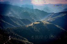 就景区的景别形态而言,拉尕山的地形地貌与新疆著名的库尔德宁风景区极为相似,拉尕山不仅有雪峰,亦有峡谷