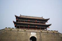 滦州古城,以前的繁华之地,现在复建的新城,北京开车过去三个小时。周末人很多,主街两旁是各色商店,饭馆