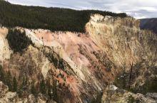 黄石大峡谷的色彩很丰富