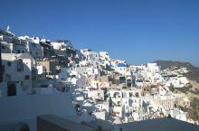 伊亚小镇 阳光  蓝天  精致的小屋  南爱琴海的气息 让人不禁沉浸其中  忘而不知返
