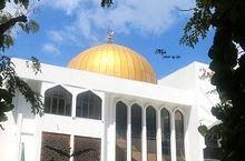 星期五清真寺是马尔代夫的伊斯兰中心,马代最大的清真寺,也是最重要的建筑之一。整体建筑庄严肃穆,装饰精