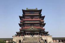 滕王阁,江南三大名楼之一,位于江西省南昌市西北部沿江路赣江东岸,始建于唐永徽四年(公元653年),因