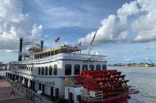 多姿多彩历史悠久的重要繁荣港口   新奥尔良港处在非常重要的地带,是美国重要的交通运输中心,新奥尔良