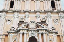 浪漫而又具有少女心浪漫的粉色系教堂  说到这个粉色的教堂,我总是把教堂和城堡联系在我一起,因为怎么说