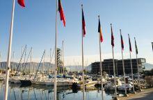 南法的一个小地方 清闲自在 土伦港法国的海军重镇 没时间去看看了 可惜 土伦 位于马赛以东65公里处