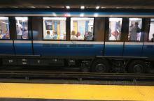 蒙特利尔地铁建成于1966年,现在地铁里程增加到了69.2公里。全程都是用法语报站。包括68个车站,
