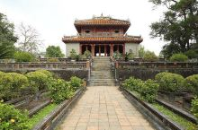 """屹立在香江之畔的越南""""故宫"""" ——顺化明皇陵  如果你想了解一个国家的历史,就一定要去那里的皇宫,如"""