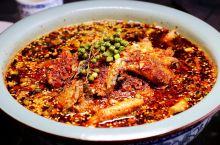 广汉谢泥鳅,听推荐专门跑十几公里去吃,就在广汉民航学院旁边,导航比较好找。 在一个宽阔的院子里面,民
