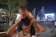 音乐喷泉广场,人山人海~~~