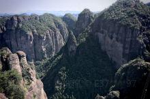 游览世界上规模最大的火山流纹岩地貌、具有神奇山体景观的神仙居,我们7点半从北门走进去加上等的时间,上