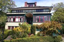Beaconsfield B&B是一家历史悠久的酒店,建于1905年,装修独特,超级喜欢它的图书馆,