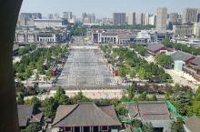 西安大雁塔之行,非常漂亮,前方就是大唐不夜城