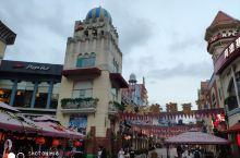 深圳华侨城欢乐谷夜场万圣节惊悚好玩儿~ 这是位于深圳著名旅游景点世界之窗附近的欢乐谷游乐场,夜场门票