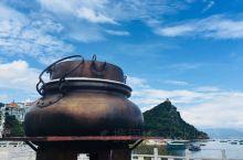 抚仙湖,位于澄江县、江川县、华宁县三县间,距昆明60多公里。湖面积212平方公里,仅次于滇池和洱海,