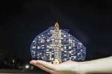 很多人知道三亚海棠湾红树林度假酒店,都知道它是由英国著名设计公司阿特金斯打造,主楼帆船造型彰显华丽、