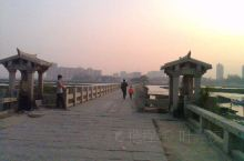 """洛阳桥位于福建省惠安县,始建于北宋皇祐五年(公元1053年),古称""""万安桥""""。古桥长360丈,宽1."""