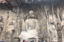 龙门石窟很壮观,是非常了不起的历史遗址。