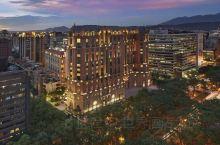 台北文华东方酒店  酒店座落于人文荟萃、绿荫盎然的台北市商业中心敦化北路,交通便利,距离台北松山机场