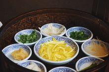 天膳源过桥米线,一碗包含北极贝、松茸的过桥米线  点了一份「单人一碗天下套餐」,虽然写着单人套餐,但