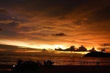 兰卡威珍南海滩的落日值得你的等待。