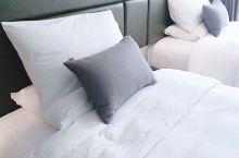 环境不错,干净卫生,非常满意,酒店前台告知:床垫是乳胶的,躺着非常舒服