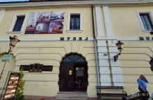在塞尔维亚不知道对博物馆是怎么定义的,随便一个展览馆都可以叫博物馆,还要收门票。
