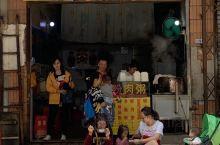 【梧州美食攻略】梧州美食江湖之老字号肠粉店(三中),梧州必打卡美食! 简陋的招牌以及装修,乍一看,什