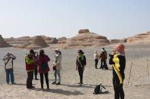 雅丹地质公园  去雅丹地质公园玩的驴友一定要备好冬服,气温低,风很大,不然会受凉的,女同志要备好防晒