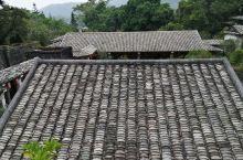 陆川县的谢鲁山庄是我国保存最为完好的四大名庄之一,庄内亭台楼阁,回廊曲径,依山构筑。所有房屋建筑均为