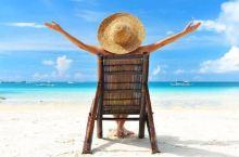 【旅行时你最喜欢哪种安静】      1、坐在沙滩上看大海,吹海风      2;在雨中漫步不打伞