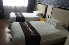 位置佳,比较安静,房间宽敞,很舒服,很干净,服务很热心,
