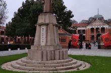 鄂军都督府旧址  其实这幢楼就是武昌红楼啊,是同一个。是孙中山先生领导的辛亥革命的重要历史遗迹。整个
