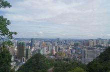 贵阳市内规模最大的公园,位于市中心,交通便利,园内山水相宜,植被丰茂,环境优美,登临山顶可以俯瞰贵阳