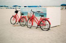 不愧是著名的海滩,沙子细腻干净又柔软,海水也是清澈的蓝色,感觉跟加勒比众岛的海滩一样让人惊艳!加上管